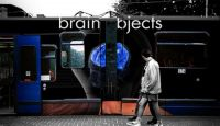 photo_Brain_objects_subway_train_advertisement